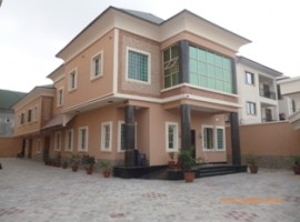 6 bedroom detached house with 2 room service quarters