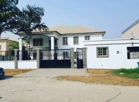 7 BEDROOMS FULLY DETACHED HOUSE